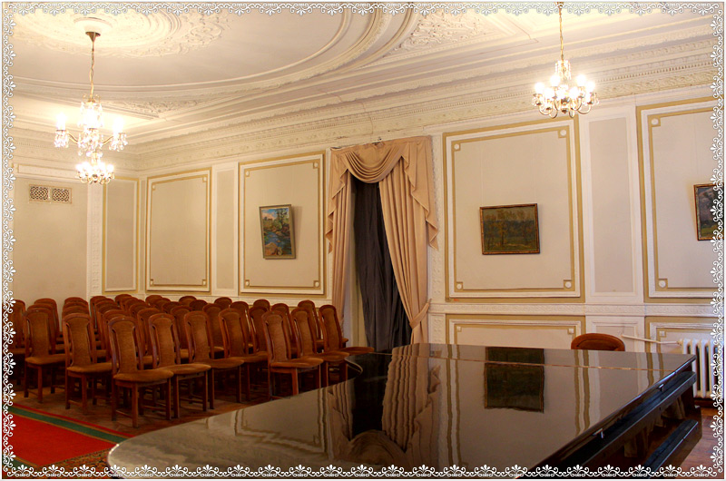 kiev-house-of-scientists-white-hall-3.jpg